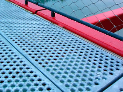 Non slip platforms made of galvanized O-grip safety gratings are used as platforms of bridges.