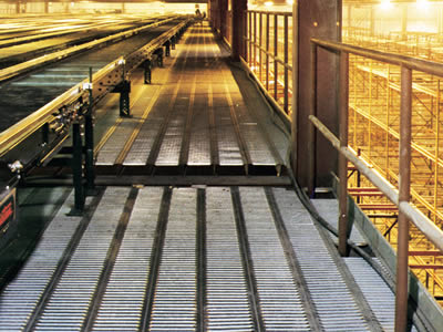Non slip platforms made of interlock safety gratings are used in the factory.