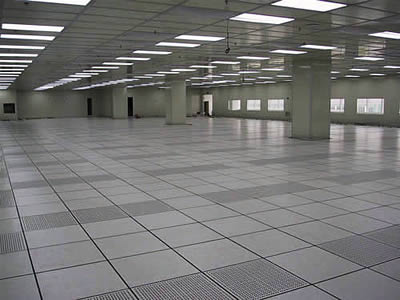 The floor in the underground parking lot is made of perforated metal tiles, some of whose tops are HPL material.