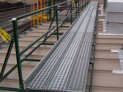 Non slip platforms made of diamond-strut safety grating are used as work platforms in the rooftop.